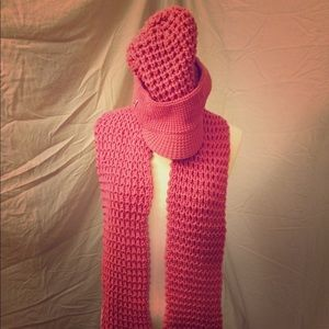 Accessories - Super soft lovely Crush pink beanie hat with scarf
